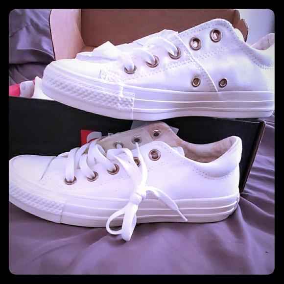 Womens size 6 white converse NWT